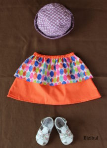 2ème mis en scène des jupes à pans arc-en-ciel avec chapeau et chaussures. Conception et fabrication en France entre Nantes et Pornic