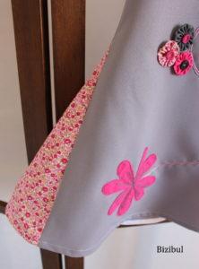 le piqué libre fixe le tissu fushia en forme de gerbera