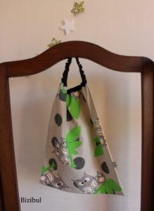 la serviette élastique de grand est la suite logique du bavoir réservé aux bébés