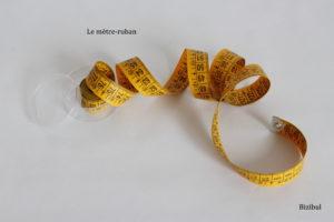 Pour vos 1ers pas en couture, constituez-vous un kit avec le matériel indispensable : le mètre-ruban pour les prises de mesure arrondies par exemple